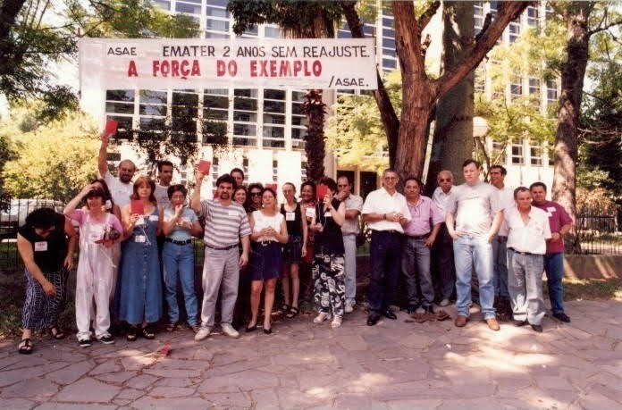 Em 1998 a ASAE realizou manifestação no prédio do Escritório central da EMATER pelo reajuste salarial que não ocorria há dois anos
